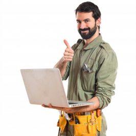 mecanico-ordenador-portatil-sobre-fondo-blanco_1368-4145